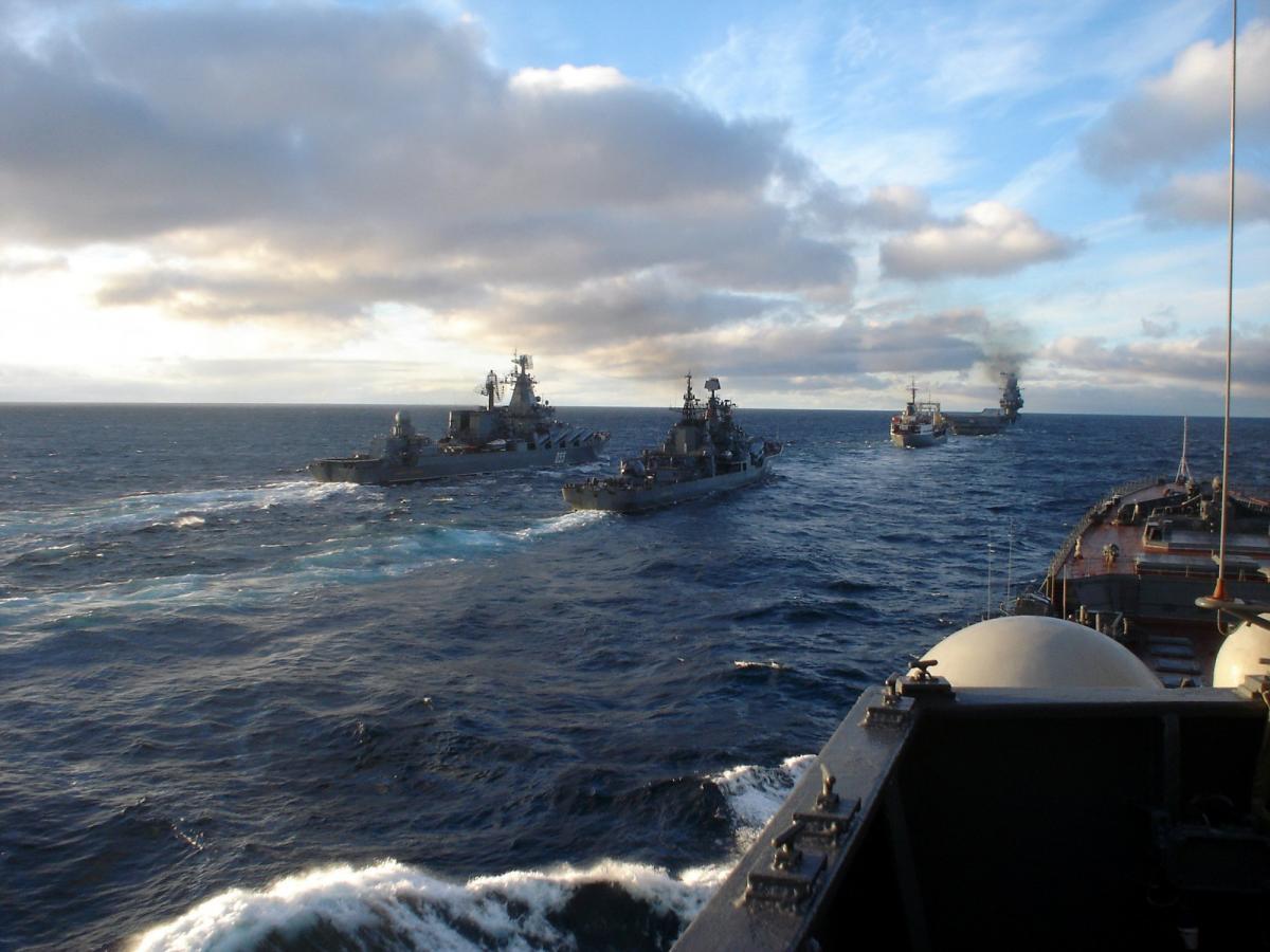 Россия получила право на 'вежливую силу'. http://eurasian-defence.ru/sites/default/files/Mikhail/1368946082_1-eskadra.jpg