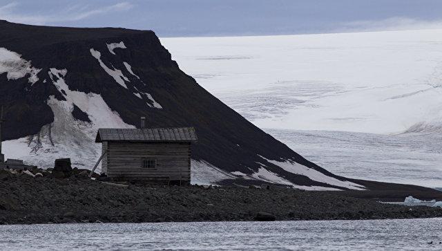 Замглавы Минобороны проверят строительство военных объектов в Арктике