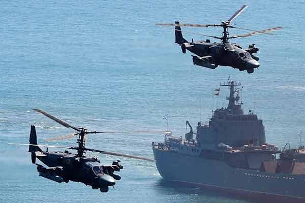 """Российские вертолеты Ка-52 с авианосца """"Адмирал Кузнецов"""" нанесут удар по боевикам в Сирии дальнобойными ПТУР """"Гермес"""""""