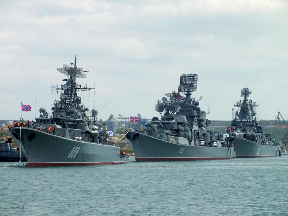 Корабли Черноморского флота направились в Крым на учения