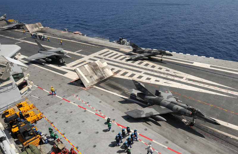 D:\Documents\Worx\Статьи\French Navy CDG Carrier (R91), launching his aircrafts. Super Etendard and Rafale on the CDG catapults.jpg