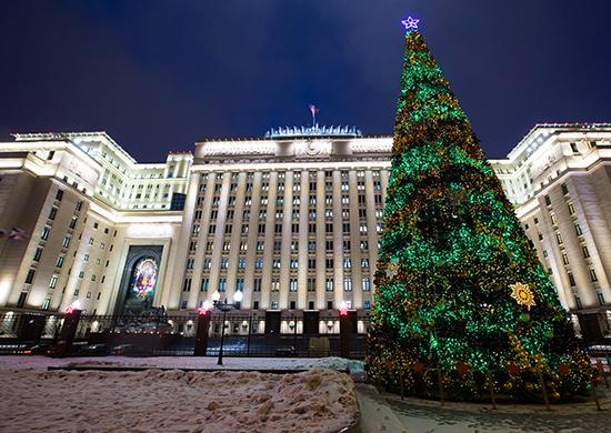 В гарнизонах российской армии установлено 60 тысяч новогодних ёлок