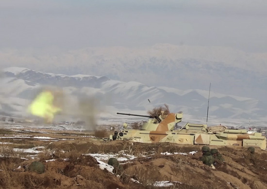 Мотострелки российской военной базы в Таджикистане провели учение в предгорьях Гиссарского хребта