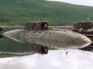 """Слева большая АПЛ """"Псков"""" проекта 945А """"Кондор"""", справа АПЛ """"Кострома"""" проекта 945 """"Барракуда"""". Главное визуальное отличие - форма носовой части ограждения выдвижных устройств и боевой рубки"""