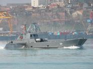 """Десантный катер """"Д-156"""" во время выхода из Махачкалы."""