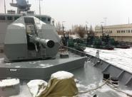 Артиллерийские корабли и катера на зимней стоянке.
