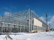 Строительство продолжается в зимнее время. Монтаж каркасов корпусов