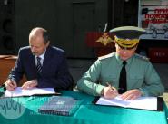 Подписание соглашения О. Остапенко и В.Меньщиков