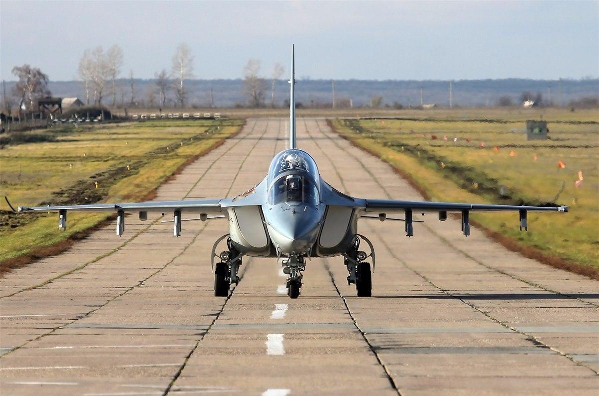Учебно-боевой самолет Як-130 обновил авиапарк Краснодарского училища летчиков
