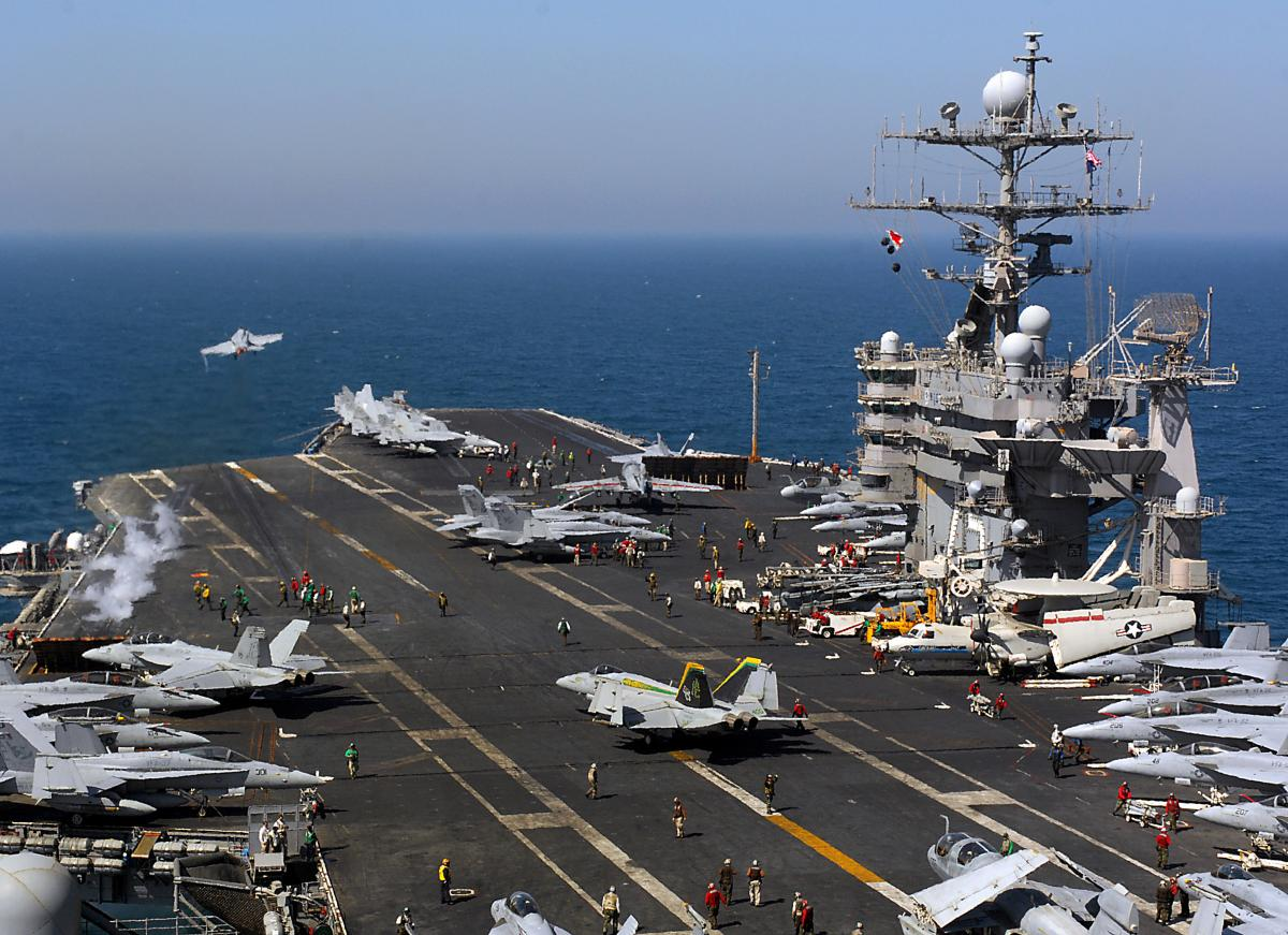 D:\Documents\Worx\Статьи\USS_Harry_S._Truman_(CVN-75)_flight_deck.jpg