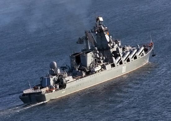 Ракетный крейсер «Варяг» Тихоокеанского флота принял участие в морском параде в Сингапуре