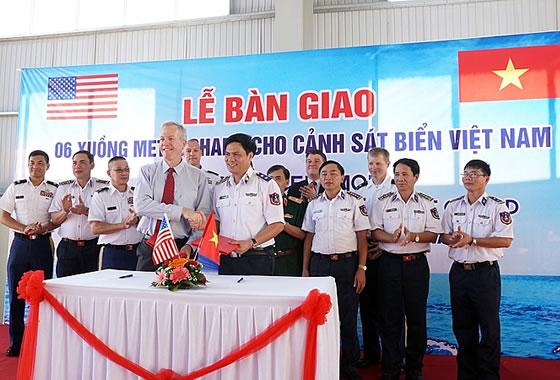 США поставили Вьетнаму патрульные катера класса «Дефиант»