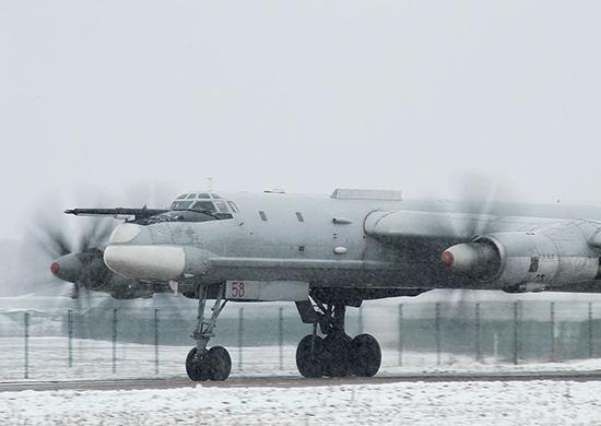 В воинских частях дальней авиации ВКС прошла серия летно-тактических учений